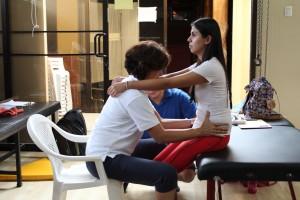 Charo Ariza impartiendo conocimientos en el Concepto Bobath