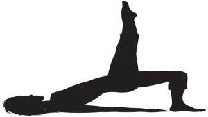 practicando ejercicio de pilates